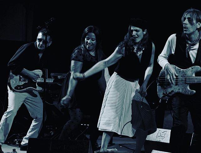 stasera-tutti-in-funky-con-i-dirotta-vi-aspettiamo-a-castigliondellapescaia-gr-in-piazza-ortilillis-